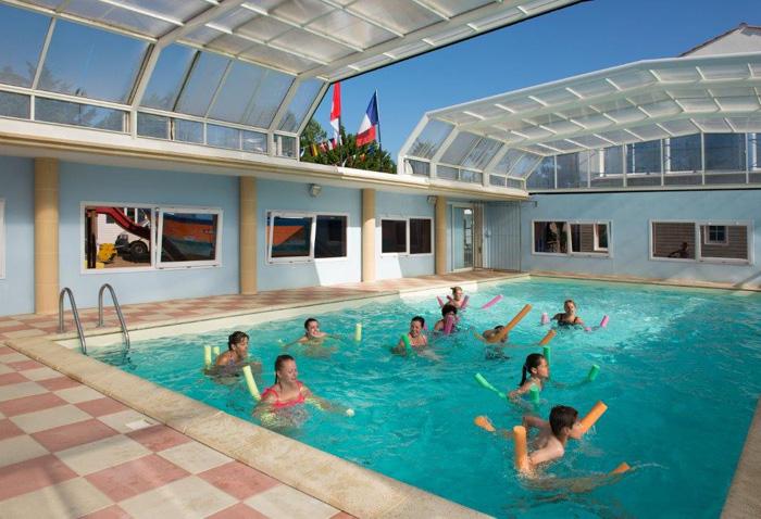 aquagym dans la piscine chauffe