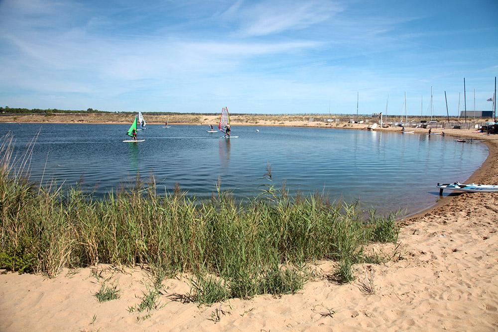 Plan d'eau pour planche à voile à la tranche sur mer en Vendée